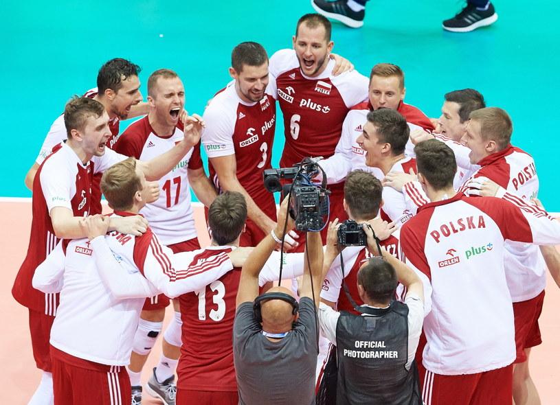 Polscy reprezentanci cieszą się ze zwycięstwa nad Finlandią /Adam Warżawa /PAP