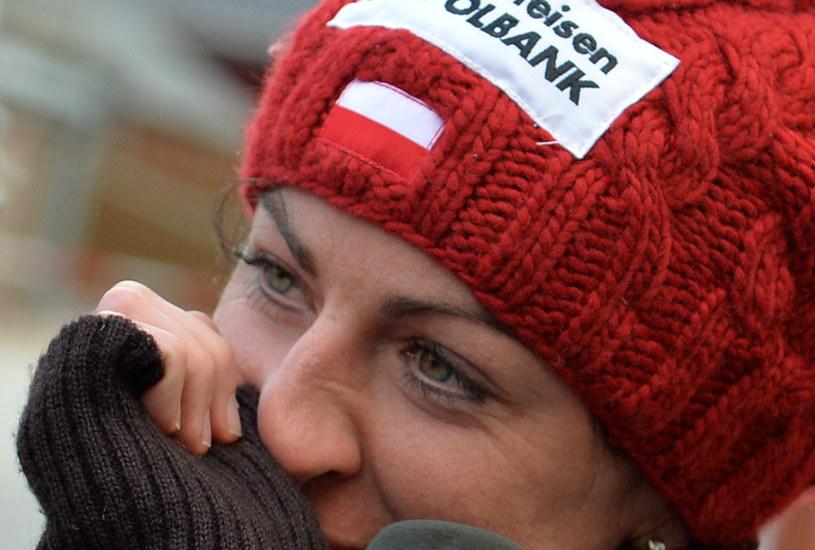Polska biegaczka narciarska Justyna Kowalczyk tuż po ogłoszeniu decyzji o wycofaniu się z udziału w cyklu zawodów Tour de Ski /Grzegorz Momot /PAP