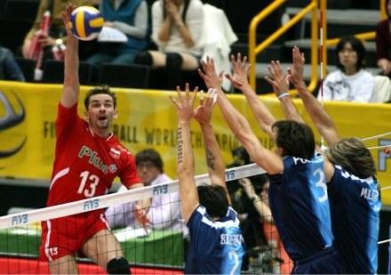 Polska pokonała Argentynę 3:0. Atakuje Sebastian Świderski /www.fivb.org