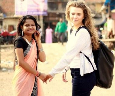 Polska stewardessa pomaga dziewczynie z Indii