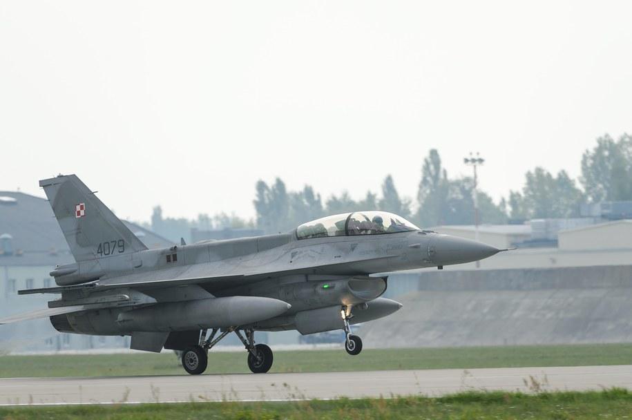 Polski F-16 w bazie w Krzesinach /Jakub Kaczmarczyk /PAP