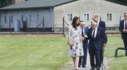 """""""Polski obóz koncentracyjny"""". Oburzające relacje z wizyty pary książęcej w Muzeum Stutthof"""