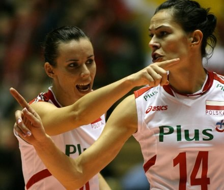 Polskie siatkarki przegrały z Japonią 1:3. Na zdjęciu Izabela Bełcik i Maria Liktoras /www.fivb.org