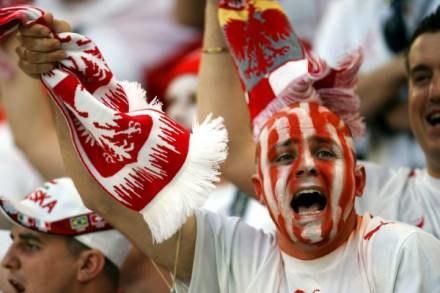 Polskim kibicom dostało się w komentarzach niemieckich satyryków /AFP