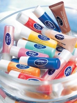 Pomadki ochronne i błyszczyki NIVEA Lip Care /materiały prasowe