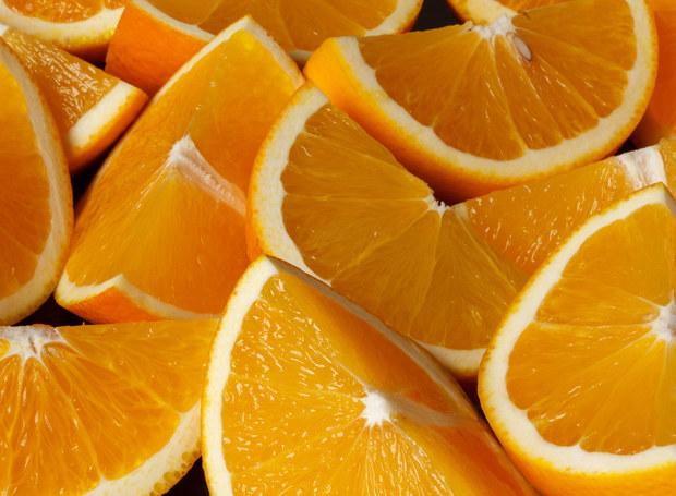 Pomarańcze można wykorzystać nie tylko w kuchni... /123RF/PICSEL