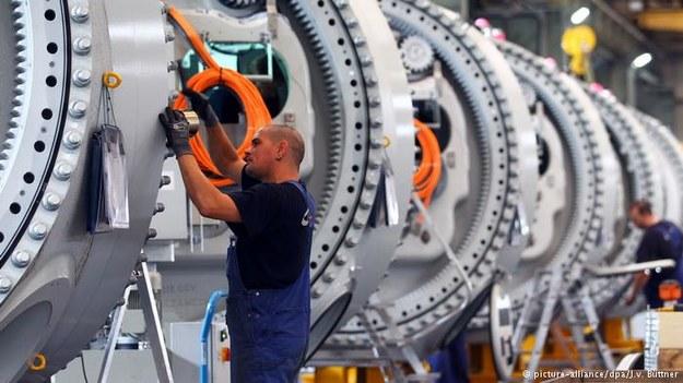 Pomimo napływu imigrantów w dłuższej perspektywie w Niemczech brakować będzie rąk do pracy, wynika z najnowszego raportu /Deutsche Welle