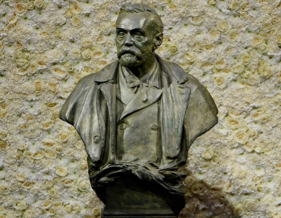 Pomnik Alfreda Nobla [zdj. ilustracyjne] /PAP/EPA/CLAUDIO BRESCIANI /PAP/EPA