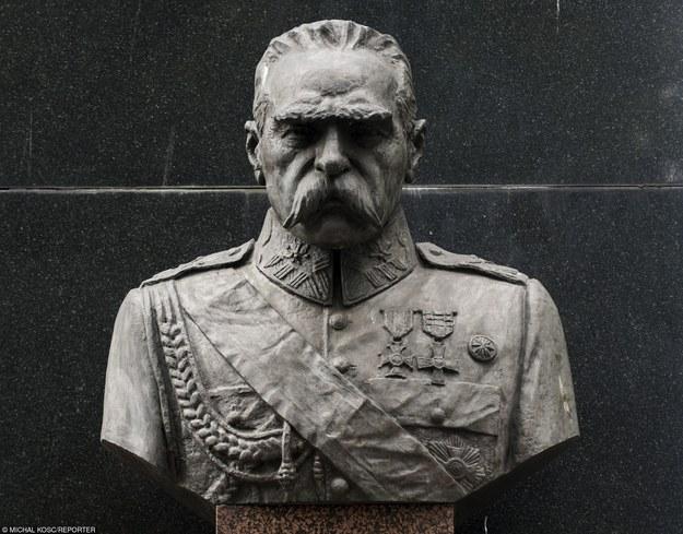 Pomnik Józefa Piłsudskiego w Wołominie/fot. M. Kość /Reporter