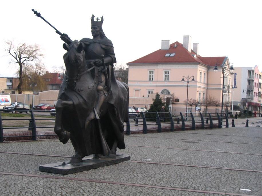 Pomnik króla Kazimierza Jagiellończyka w Malborku /Kuba Kaługa /RMF FM