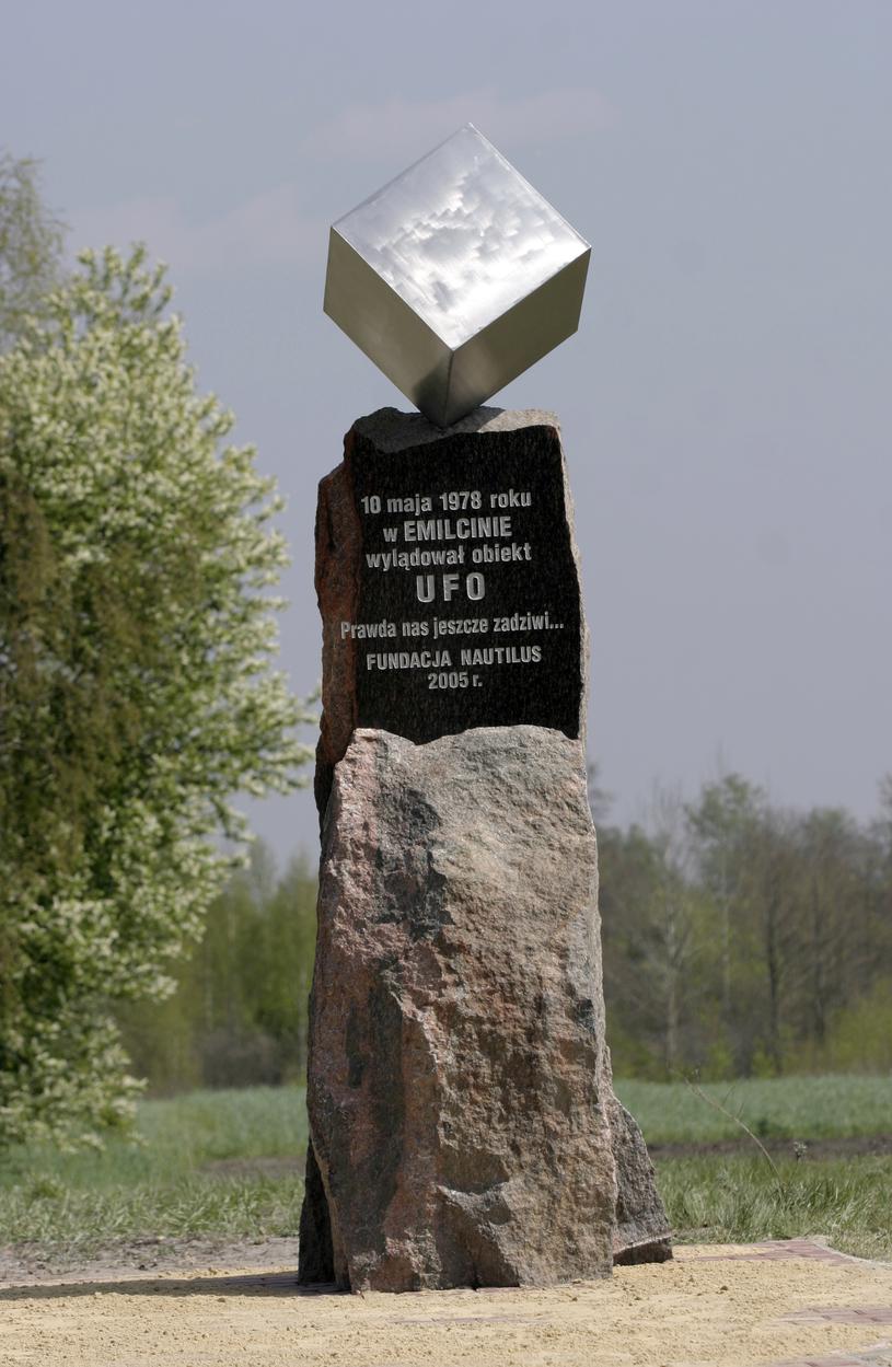 Pomnik UFO w Emilcinie jest pierwszym tego typu pomnikiem w Europie; fot. 2007 rok /Wojciech Pacewicz /Agencja FORUM