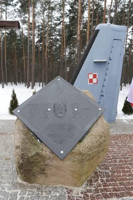 Pomnik upamiętniający ofiary katastrofy CASA /Marcin Bielecki /PAP