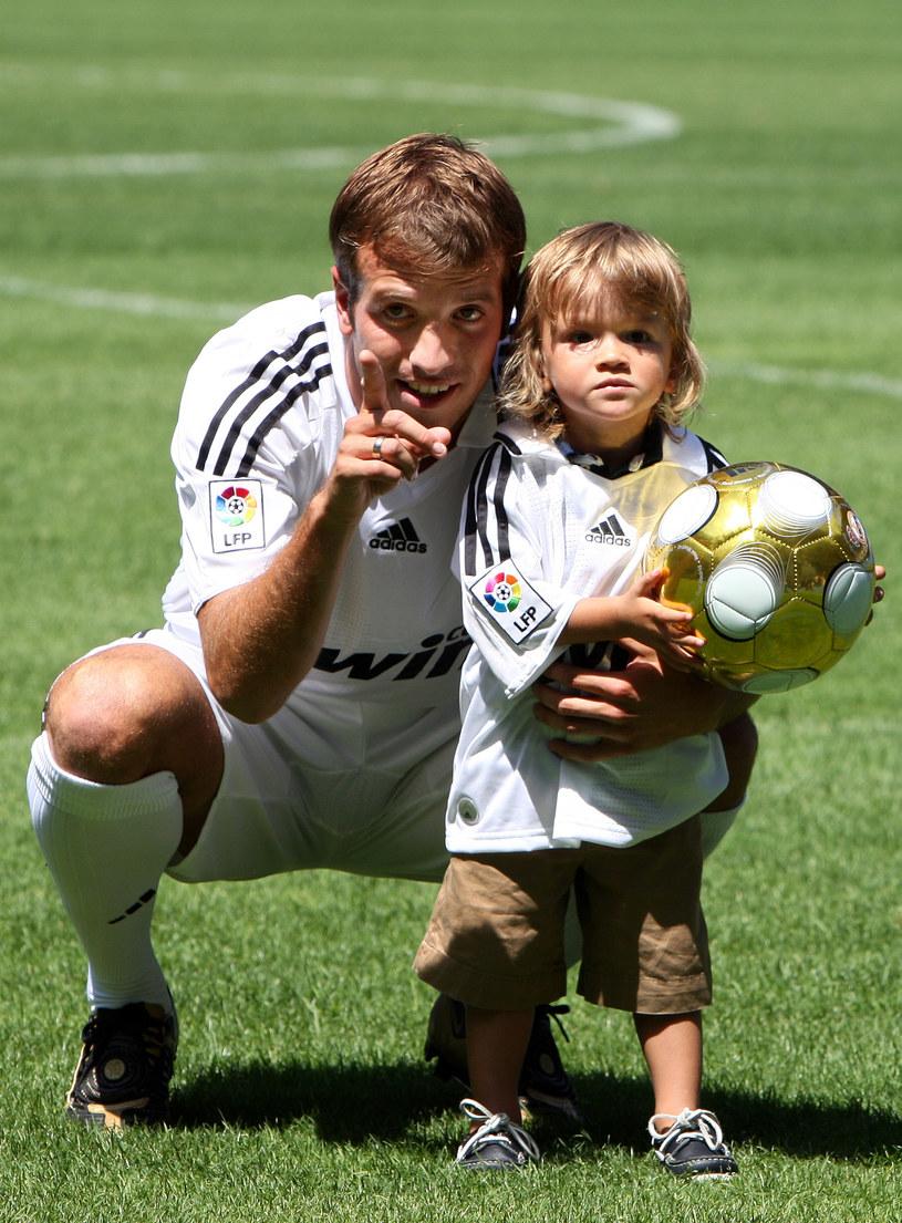 Pomocnik drużyny Holandii, Rafael van der Vaart, czasami trenuje ze swoim synem /Getty Images