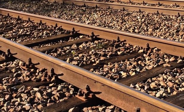 Pomorskie: Śmiertelny wypadek na strzeżonym przejeździe kolejowym