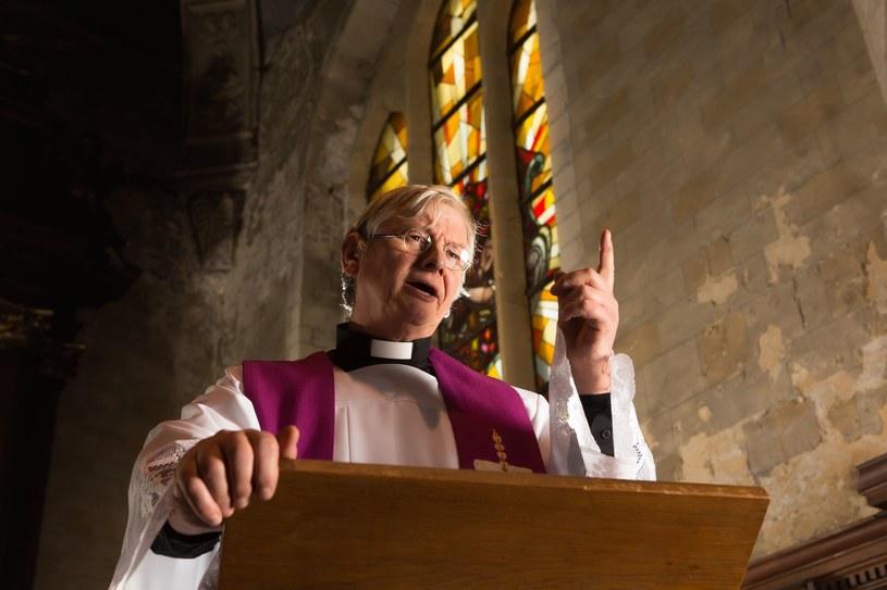 Ponad połowa Polków deklaruje, że w parafiach działających w ich osiedlu/wsi nigdy nie zdarza się, aby księża podczas kazań ujawniali swoje sympatie partyjne /123RF/PICSEL