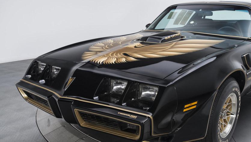 Pontiac firebird trans-am. Uciekaj, jak mistrz kierownicy