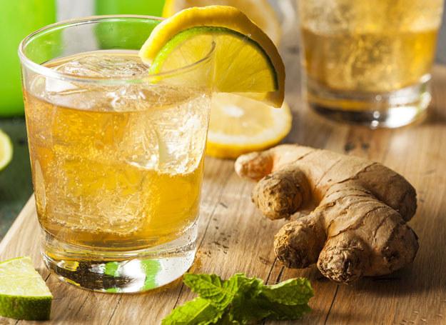Popijanie imbirowego naparu pomaga się skupić /123RF/PICSEL