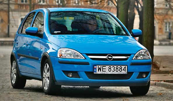 Poprzednia generacja modelu (Corsa C) cieszy się mniejszym wzięciem. /Motor