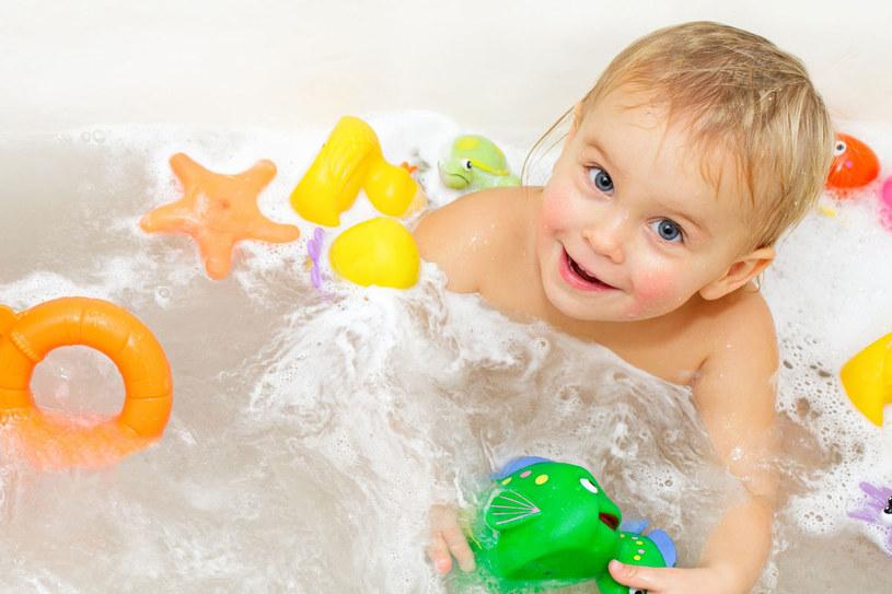 Poprzez zabawę twoje dziecko poznaje świat /123RF/PICSEL