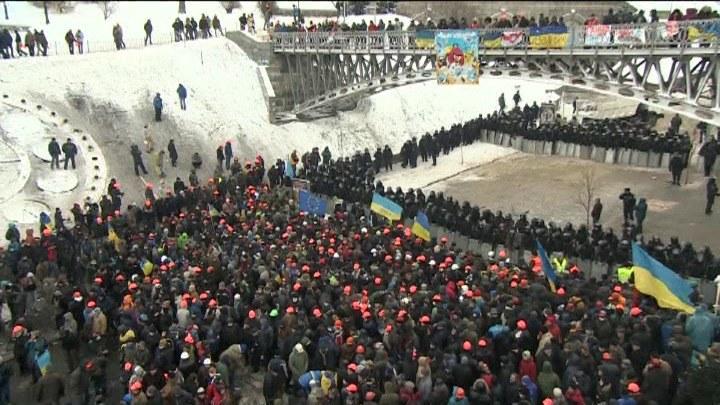 Poranek na Majdanie. Milicja się przegrupowuje /TVN24/x-news