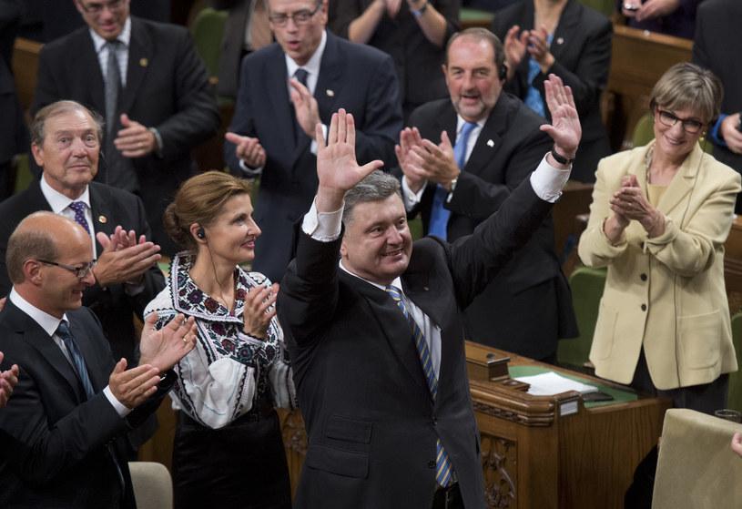 Poroszenko został przyjęty owacjami na stojąco /AFP