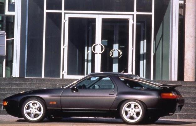 Porsche 928 /