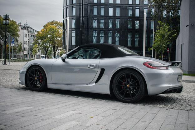 Porsche Boxster GTS ma 330 KM i rozpędza się do 100 km/h w 4,7 s. Prędkość maksymalna to 279 km/h. /INTERIA.PL