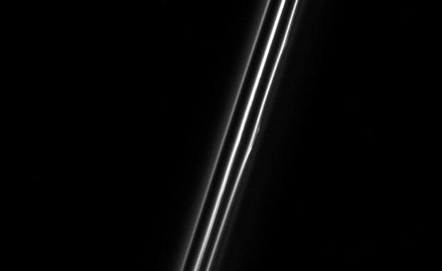 Portret pierścienia F Saturna