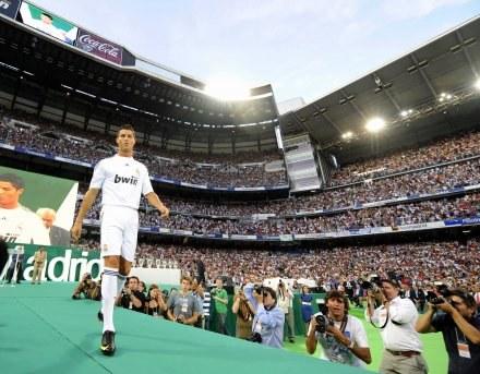 Portugalczyka przywitały dziesiątki tysięcy fanów Realu Madryt /AFP