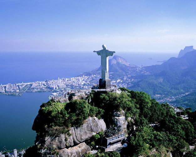 Posąg Chrystusa Odkupiciela jest najbardziej znanym symbolem Brazylii /123/RF PICSEL
