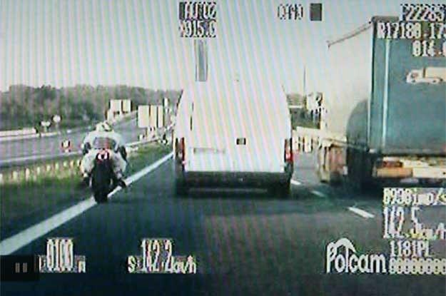 Pościg policji za motocyklistą-piratem  w Katowicach /Policja