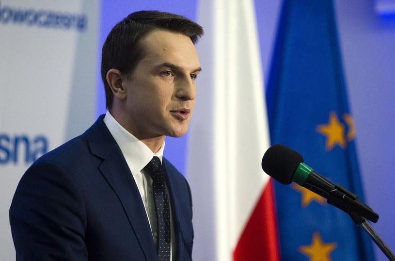 Poseł Adam Szłapka podczas wystąpienia na Radzie Krajowej Nowoczesnej /Krystian Dobuszyński /Reporter