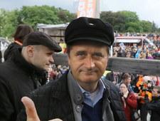 Poseł Janusz Palikot przebrał się za surfującego rolnika