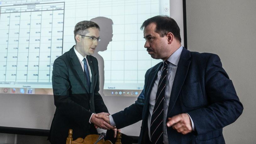 Poseł Kukiz'15, szef Ruchu Narodowego Robert Winnicki (L) i wiceprezes Ruchu Narodowego Artur Zawisza (P) przed posiedzeniem Rady Politycznej RN /Jakub Kamiński   /PAP