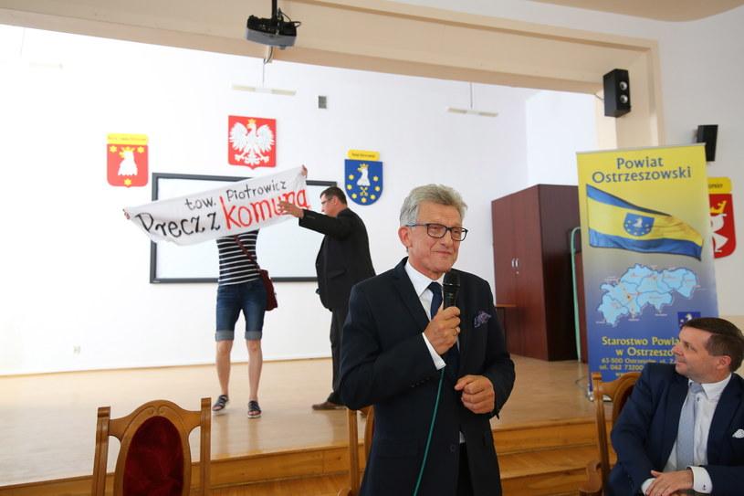 Poseł PiS Stanisław Piotrowicz podczas spotkania z mieszkańcami w Ostrzeszowie /Tomasz Wojtasik /PAP
