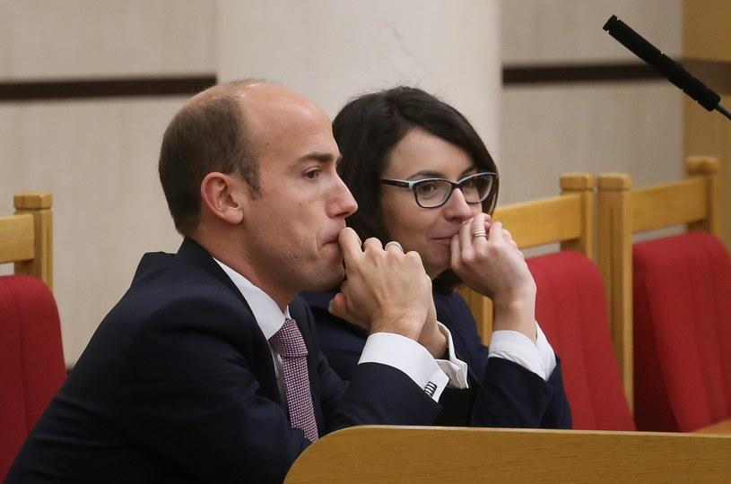 Poseł PO Borys Budka (L) i posłanka Nowoczesnej Kamila Gasiuk-Pihowicz (P) /Paweł Supernak /PAP
