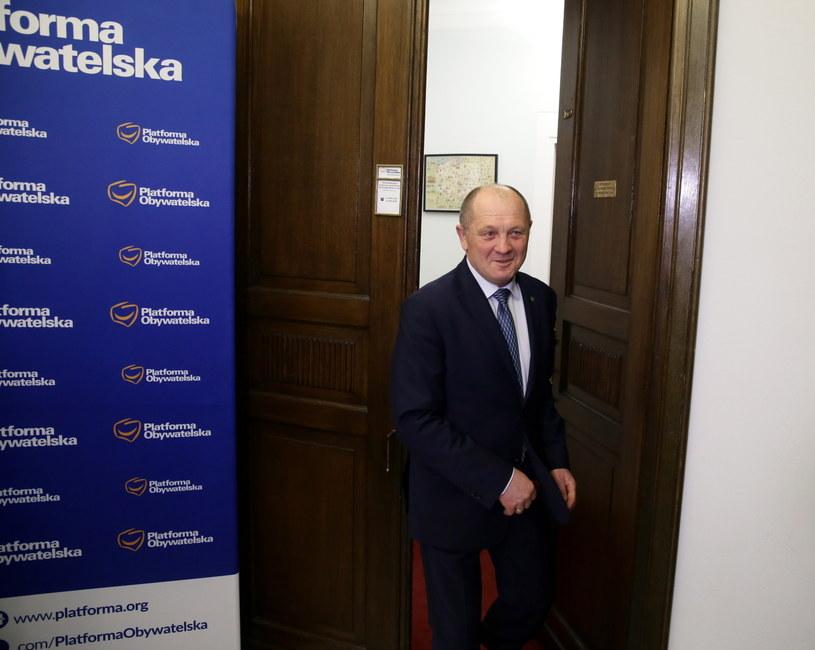 Poseł Polskiego Stronnictwa Ludowego Marek Sawicki po spotkaniu z szefem klubu parlamentarnego Platformy Obywatelskiej Sławomirem Neumannem /Tomasz Gzell /PAP