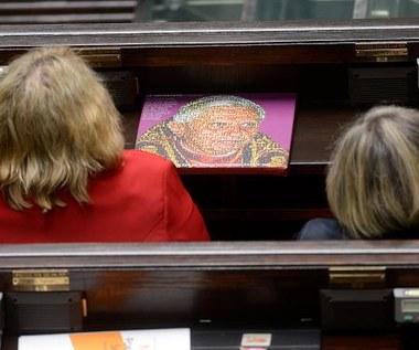 Posłowie debatują na projektem SP, który zaostrza przepisy aborcyjne
