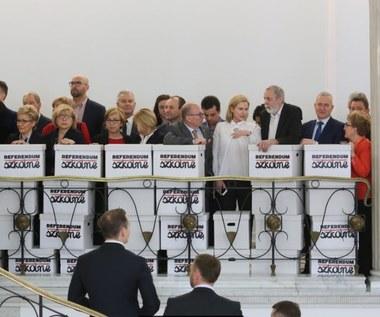 Posłowie na razie nie zajmą się wnioskiem o referendum ws. reformy oświaty