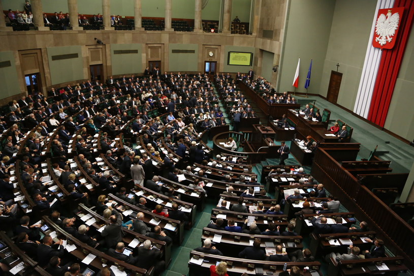 Posłowie na sali obrad /Tomasz Gzell /PAP