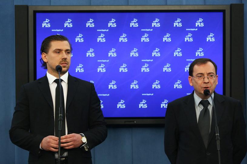 Posłowie PiS Mariusz Kamiński (P) i Tomasz Kaczmarek (L) /Tomasz Gzell /PAP