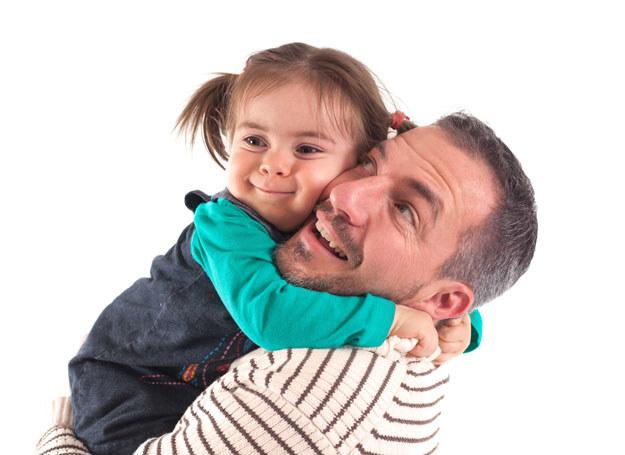 Postaraj się zaakceptować to, że córka potrzebuje ojca /©123RF/PICSEL