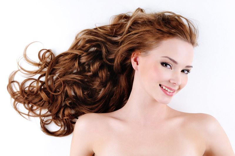 Poświęć włosom trochę uwagi, a będą Twoją ozdobą /© Panthermedia