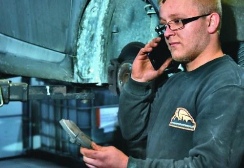Poszerzenie zakresu napraw czy wybór marki części wpływa na koszt naprawy. Powinno być to ustalone z klientem. /Motor