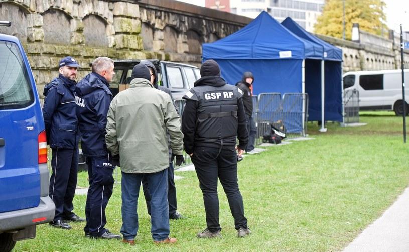 Poszukiwania śladów morderstwa studentki z Krakowa /Marek Lasyk  /Reporter