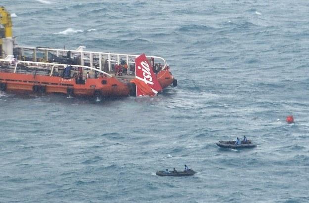 Poszukiwanie czarnych skrzynek samolotu AirAsia /AFP