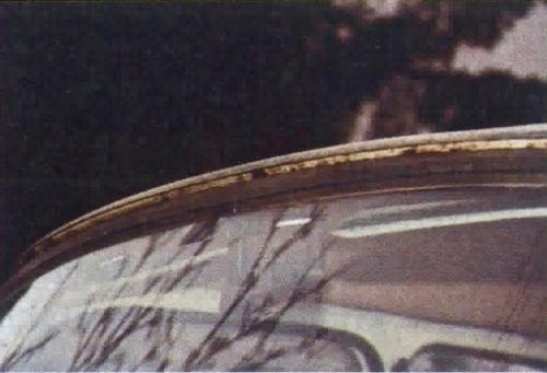 Poszycie zewnętrzne wykonane z tworzywa sztucznego jest odporne na korozję, ale stalowy szkielet nadwozia szybko rdzewieje. /Motor