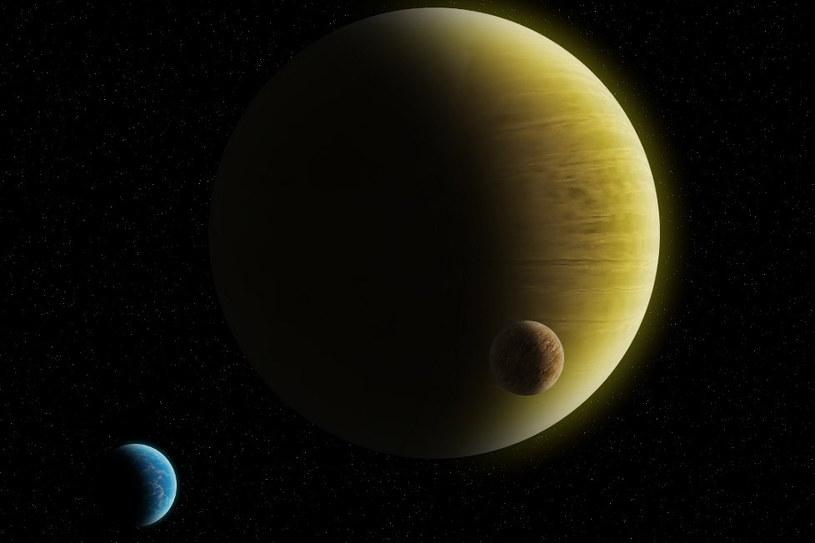 Potencjalny wygląd HD 145934 b - gazowy gigant z dwoma dużymi księżycami, z których jeden jest w całości pokryty oceanem. Źródło: K. Kanawka. /Kosmonauta