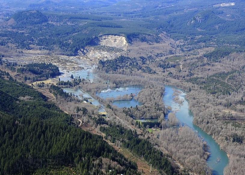 Potężna lawina błotna zeszła z górskiego zbocza /PAP/EPA