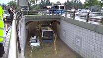 Potężna ulewa w Ankarze uwięziła dziesiątki osób w zalanym tunelu